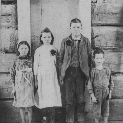 Ethel, Mary Jane, Wm., Walter Gilbert 1900 kids of Asa and Sophia Herd Gilbert (Linda M. H